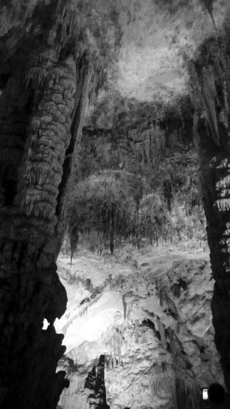 Luces y sombras en la gruta