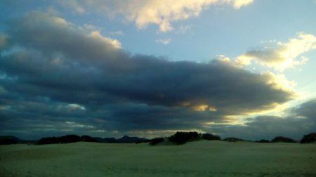 Dunas y nubes